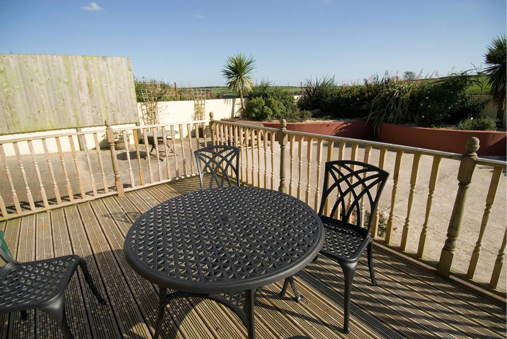 Charming outside deck area